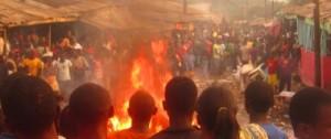 Buea, samedi 04 janvier 2014. Les populations assistent aux démolitions à Tolè.